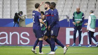 L'attaquant Olivier Giroud (au centre), auteur d'un doublé face à la Suède, le 17 novembre 2020, au Stade de France. (STEPHANE ALLAMAN / AFP)