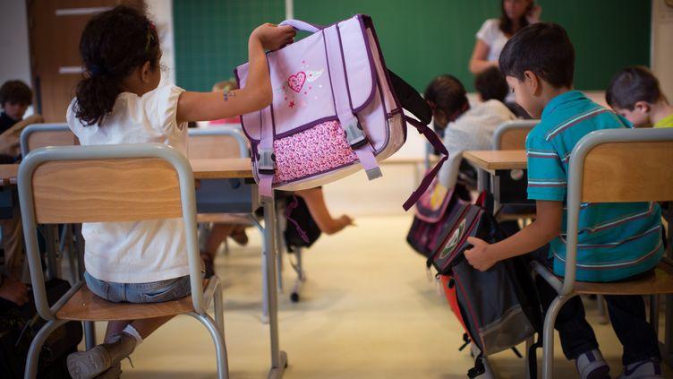 Aucun règlement n'indique que le statut des enseignants diffère de celui des autres fonctionnaires. (MARTIN BUREAU / AFP)
