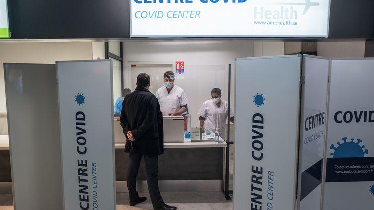 Un centre de test antigénique à l'aéroport de Toulouse-Blagnac (Haute-Garonne), le 10 décembre 2020. (FREDERIC SCHEIBER / HANS LUCAS / AFP)