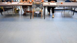 Un bureau de vote à Nantes, le 18 juin 2017. (LOIC VENANCE / AFP)