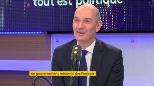 Roland Lescure, député LREM des Français d'Amérique du nord, était l'invité de Tout est politique, jeudi 9 novembre sur franceinfo. (FRANCEINFO / RADIOFRANCE)