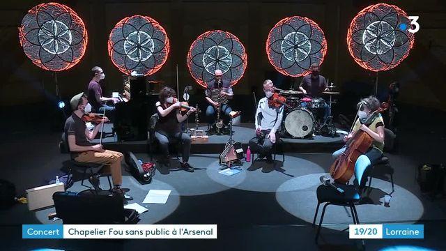 Chapelier Fou est en répétition avec 6 autres musiciens à l'Arsenal de Metz