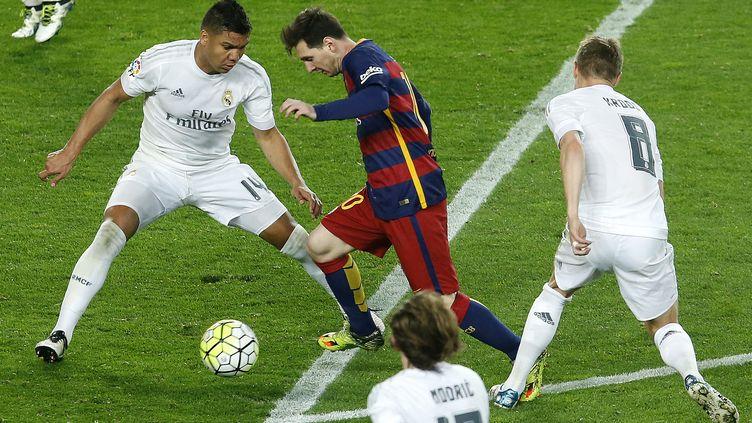 Lionel Messi dans la défense du Real Madrid