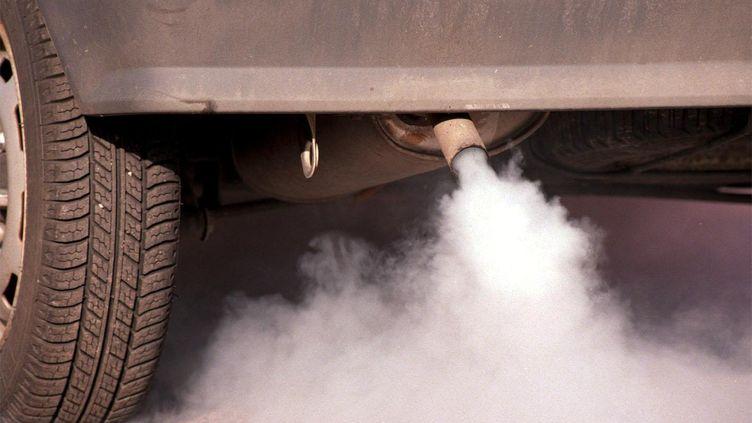 Selon l'OMS, les gaz d'échappement des moteurs diesel sont des cancérogènes certains. (PIERRE COUBLE / MAXPPP)