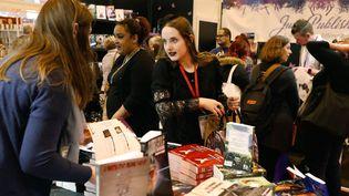 """Le genre """"Young Adult"""" représente désormais 40% des ventes de littérature jeunesse en France  (Patrick Kovarik / AFP)"""