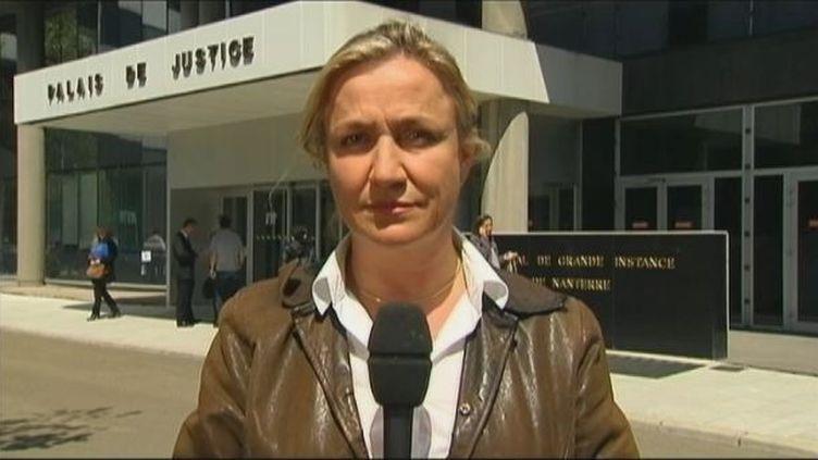 La pneumologue Irène Frachon, le 14 mai 2012, devant le tribunal de Nanterre (Hauts-de-Seine), lors de l'ouverture du procès des laboratoiresServier. (FTVI / FRANCE 2)