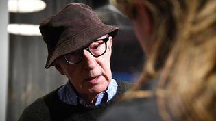 """Le réalisateur Woody Allen, à la projection de son film """"Wonder Wheel"""", à New York, le 14 novembre 2017. (DIMITRIOS KAMBOURIS / GETTY IMAGES NORTH AMERICA / AFP)"""