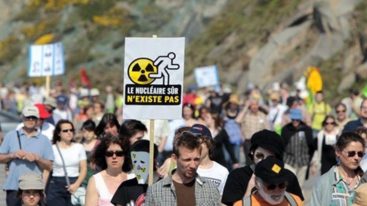 Manifestation anti-nucléaire devant le chantier EPR de Flamanville, samedi 23 avril 2011. (AFP)