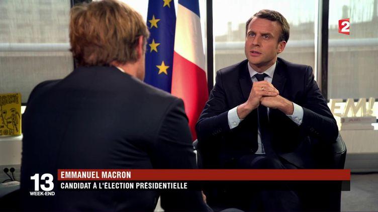 Emmanuel Macron, candidat à l'élection présidentielle, interrogé par Laurent Delahousse, dans le cadre d'une interview diffusée dans le journal de 20 heures de France 2 du 30 avril 2017. (FRANCE 2)