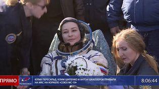 L'actrice russeIoulia Peressild de retour sur Terre, le 17 octobre 2021, après avoir séjourné12 jours à bord de laStation spatiale internationale pour le tournage d'un film. (ROSCOSMOS / AP / SIPA)