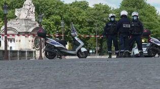 En duplex depuis le Champs-de-Mars (Paris), la journaliste Lilya Melkonian fait le point sur les manifestations organisées samedi 6 juin à Paris. (FRANCE 2)
