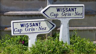 Trois migrants ont été retrouvés sains et saufs sur sur une plage de Wissant (Pas-de-Calais), mardi 18 juillet 2017, après avoir tenté de traverser la Manche. (LECLERCQ OLIVIER / HEMIS.FR / HEMIS.FR / AFP)