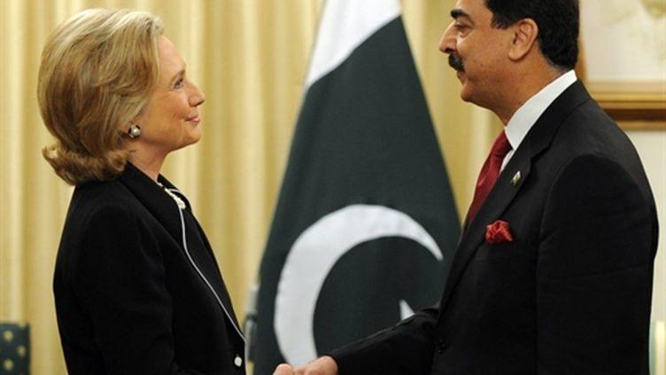 Le Premier ministre pakistanais, Yousuf Raza Gilani, et la Secrétaire d'Etat US, Hillary Clinton, le 18 juillet 2010. (AFP Aamir Qureshi)