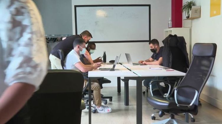 Formation : des écoles alternatives se développent en France (FRANCE 3)