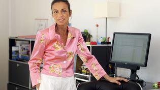 Agnès Saal, ancienne présidente de l'Institut national de l'audiovisuel (INA), dans son bureau à Bry-sur-Marne (Val-de-Marne), le 31 juillet 2014. (DOMINIQUE FAGET / AFP)