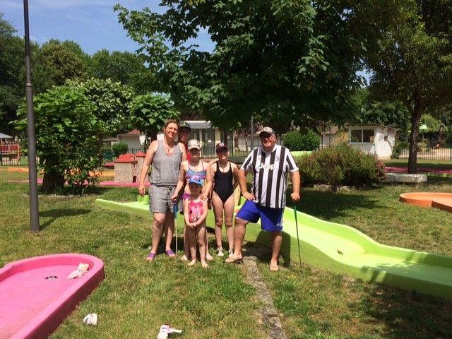 Une famille en vacances à Decize, dans la Nièvre. (ARIANE GRIESSEL / RADIO FRANCE)