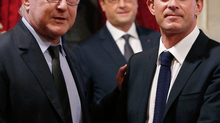 Le ministre des Finances, Michel Sapin, le Premier ministre, Manuel Valls, et François Hollande, le 19 octobre 2014 à l'Elysée (Paris). (YOAN VALAT / AFP)
