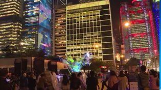 Fête des Lumières à Hong Kong (FRANCEINFO)