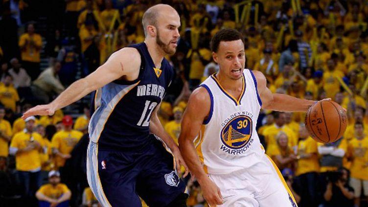 Stephen Curry prend le dessus sur Nick Calathes