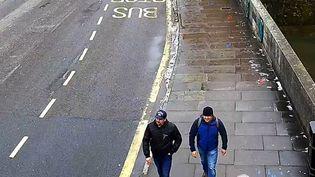Les deux suspects, connus sous les noms d'Alexander Petrov et Rouslan Bochirov,ont été vus à proximité de la gare de Salisbury le 4 mars en fin de matinée. (SCOTLAND YARD / ANADOLU AGENCY / AFP)