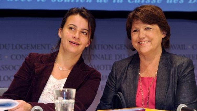 Martine Aubry (PS) et Cécile Duflot (EELV), lors des Etats généraux du logement, en juillet 2011 (MEHDI FEDOUACH / AFP)