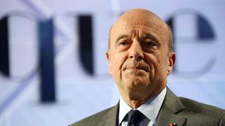 Le maire de Bordeaux, Alain Juppé, pose lors d'un débat politique sur TF1, le 12 juin 2016, à La Plaine-Saint-Denis (Seine-Saint-Denis). (BERTRAND GUAY / AFP)