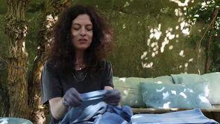 Aix-en-Provence : la magicienne de l'indigo, une teinturière aux méthodes ancestrales (FRANCE 2)
