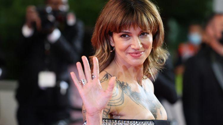 L'actrice, scénariste et réalisatrice italienne Asia Argento le 16 juillet 2021 lors du Festival de Cannes (VALERY HACHE / AFP)