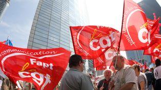 Manifestationdevant le siège de SFR en 2007 (BERTRAND GUAY / AFP)