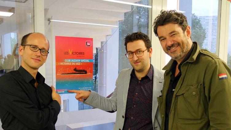 Pierre Perchaud, Laurent Coulondre et Joce Mienniel le 13 juin 2016 à l'issue de la soirée spéciale Révélations des Victoires du Jazz, sur Fip, à la Maison de la Radio  (Annie Yanbékian / Culturebox)