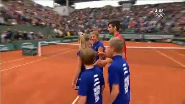 Roland-Garros : Novak Djokovic surclasse l'Autrichien Dominic Thiem et remercie le public