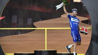 """Julian Alaphilippe, vainqueur de deux étapes et porteur du maillot jaune pendant 14 jours, a été désigné à l'unanimité """"super combatif"""" du Tour 2019. (ANNE-CHRISTINE POUJOULAT / AFP)"""