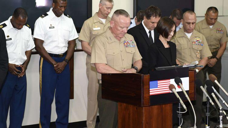 (Lawrence D. Nicholson, le commandant des forces américaines à Okinawa, a prié pour la victime © Sadayuki Goto/AP/SIPA)