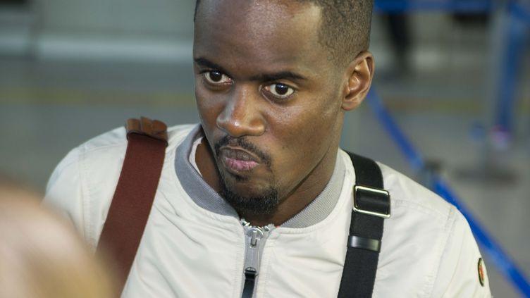 Le chanteur Black M à l'aéroport de Nice (Alpes-Maritimes), le 8 novembre 2015. (CITIZENSIDE/ERICK GARIN / CITIZENSIDE.COM)