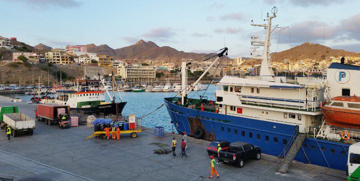 Le port de Porto Grande, sur l'île de Sao Vicente, au Cap-Vert (1er février 2015) (DANIEL SLIM / AFP)
