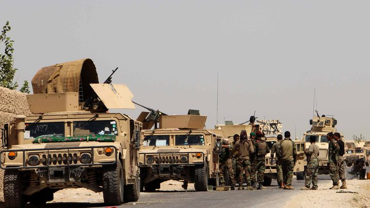 Des soldats afghans dans la province d'Helmand, le 10 août 2016. (NOOR MOHAMMAD / AFP)