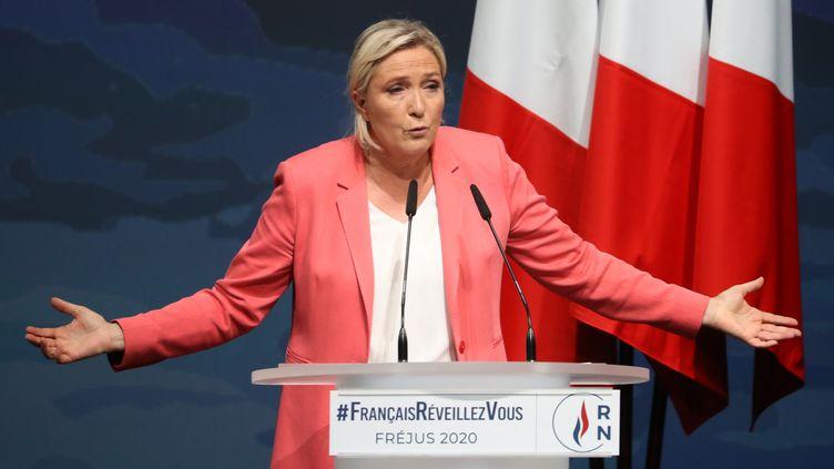 La présidente du Rassemblement national, Marine Le Pen, lors de son discours de rentrée à Fréjus (Var), le 6 septembre 2020. (VALERY HACHE / AFP)