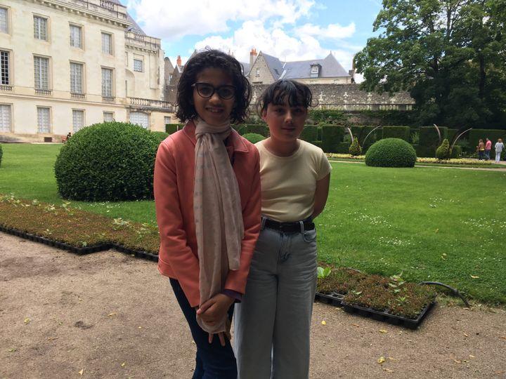 Flora et Sophia dans les jardins du musée des Beaux-Arts de Tours. (INGRID POHU / RADIO FRANCE)