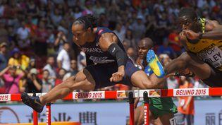 Le Français Pascal Martinot-Lagarde lors des qualifications aux 110 mètres haies lors des championnats du monde de Pékin (Chine), le 26 août 2015. (JULIEN CROSNIER / DPPI MEDIA / AFP)