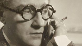 Sacha GUITRY. Photographie dédicacée, [vers 1935]. Tirage argentique. 21 x 27 cm  (DR)