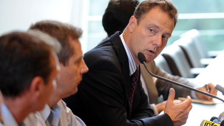 Le procureur Eric Maillaud, lors d'une conférence de presse à Annecy, le 6 septembre 2012, après la tuerie à Chevaline (Haute-Savoie). (JEAN-PIERRE CLATOT / AFP)