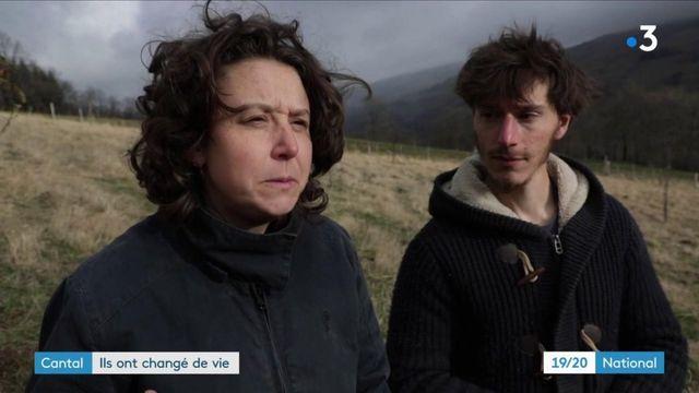 Cantal : un jeune couple a tout quitté pour monter une ferme pédagogique