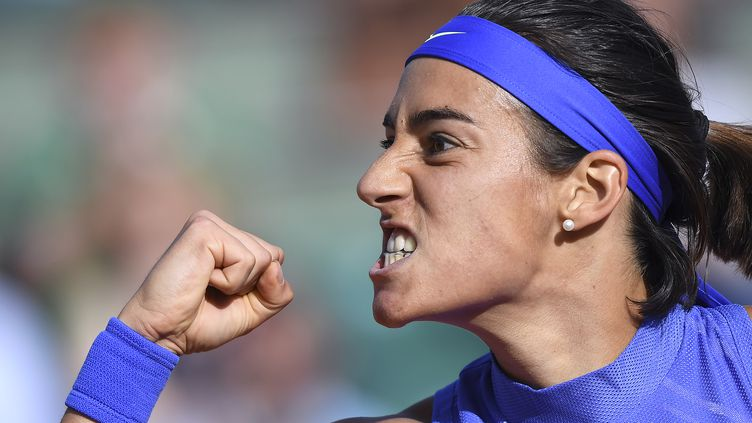 La joie et la rage de Caroline Garcia, qualifiée pour les quarts de finale des Internationaux de France 2017. (FRANCOIS XAVIER MARIT / AFP)