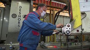 Entreprises : des salariés ne veulent pas porter le masque et réclament le pass sanitaire (France 2)