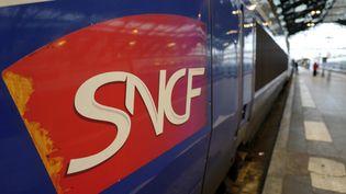Image d'un TGV à quai, à la gare de Lyon à Paris. (LUDOVIC MARIN / AFP)