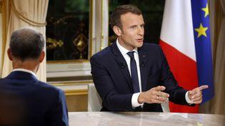 Emmanuel Macron, le 15 octobre 2017, lors de sa première interview télévisée depuis son élection. (PHILIPPE WOJAZER / POOL)
