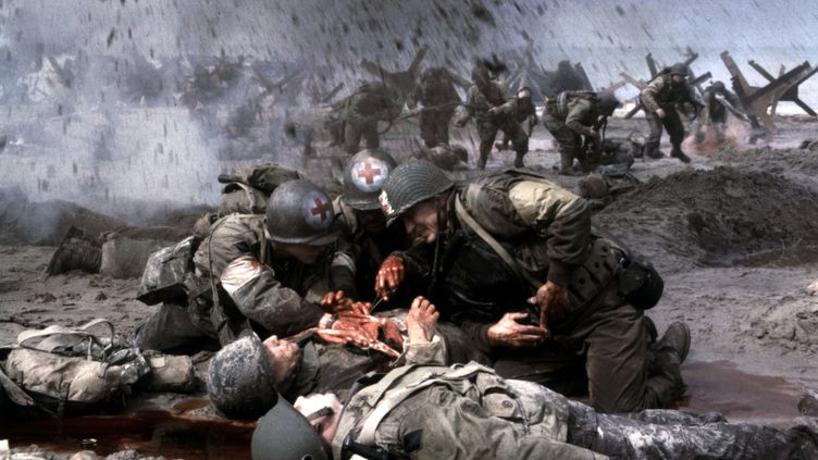 """La scène d'ouverture d'""""Il faut sauver le soldat Ryan"""", de Steven Spielberg (1998), se déroule lors du Débarquement sur la plage d'Omaha Beach. ( DREAMWORKS / THE KOBAL COLLECTION / AFP)"""