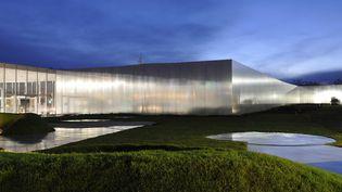 Le musée du Louvre-Lens de nuit  (ROLLINGER-ANA / ONLY FRANCE / AFP)