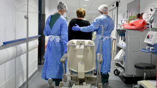 Unemalade du coronavirus en voie de guérison, le 11 mai 2020, dans un hôpital de la Loire (photo illustration). (REMY PERRIN / MAXPPP)