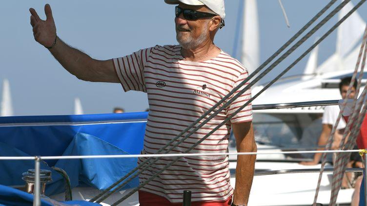 Le skipper Jean-Luc Van Den Hedde au départ de la Golden Globe Race sur son bateau Matmut, aux Sables-d'Olonne (Vendée), le 1er juillet 2018. (JEAN-FRANCOIS MONIER / AFP)